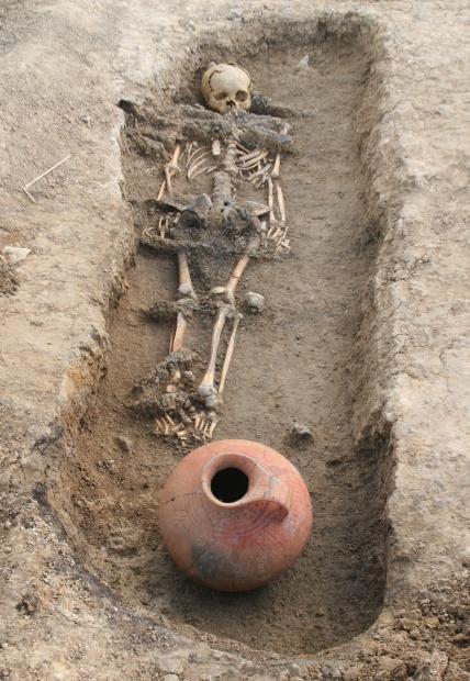 Hallazgo arqueológico - tumba de niña